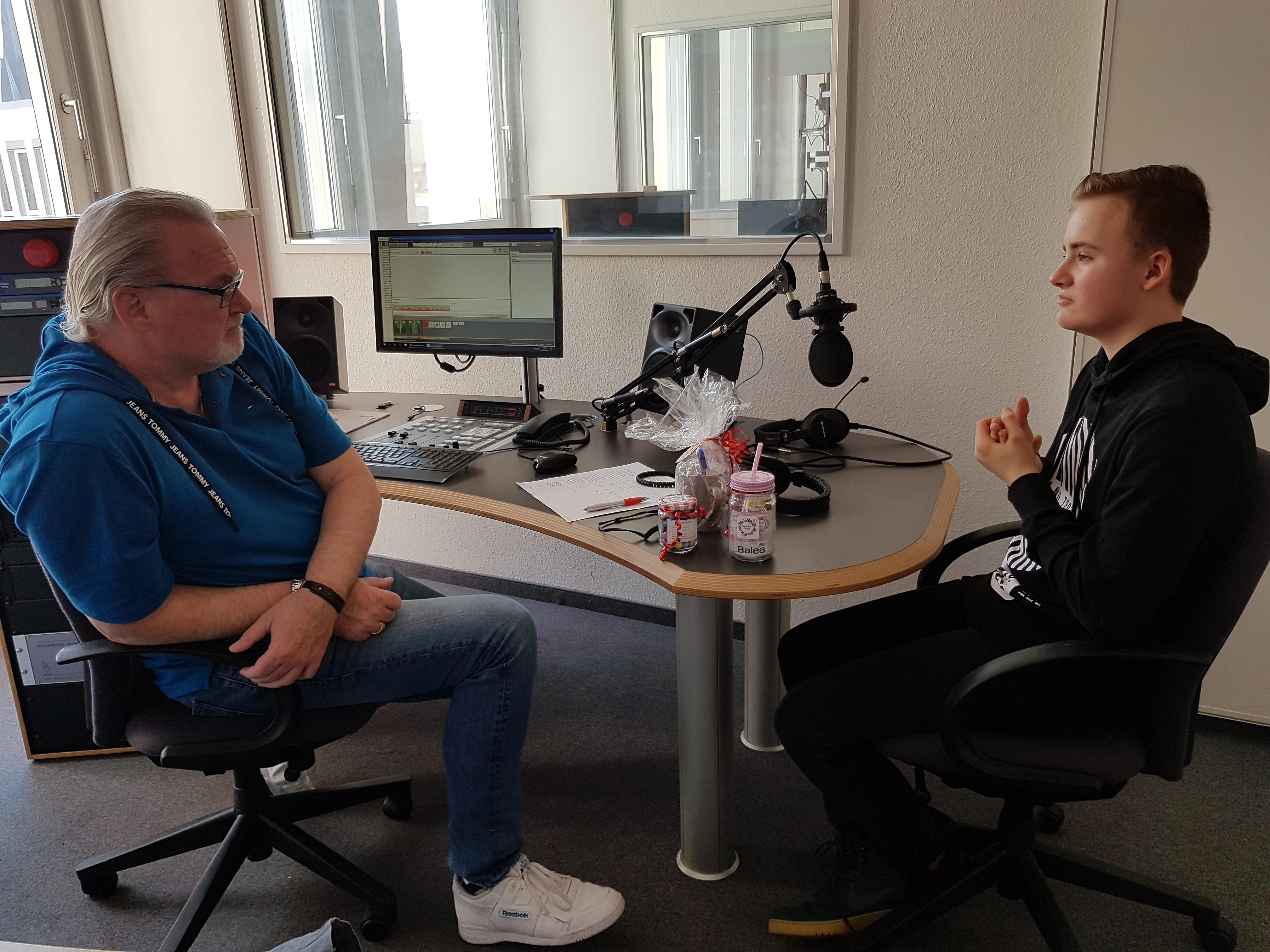 """Unser Schülerunternehmen """"Wannderfull Presents"""" bei Radio Herne"""