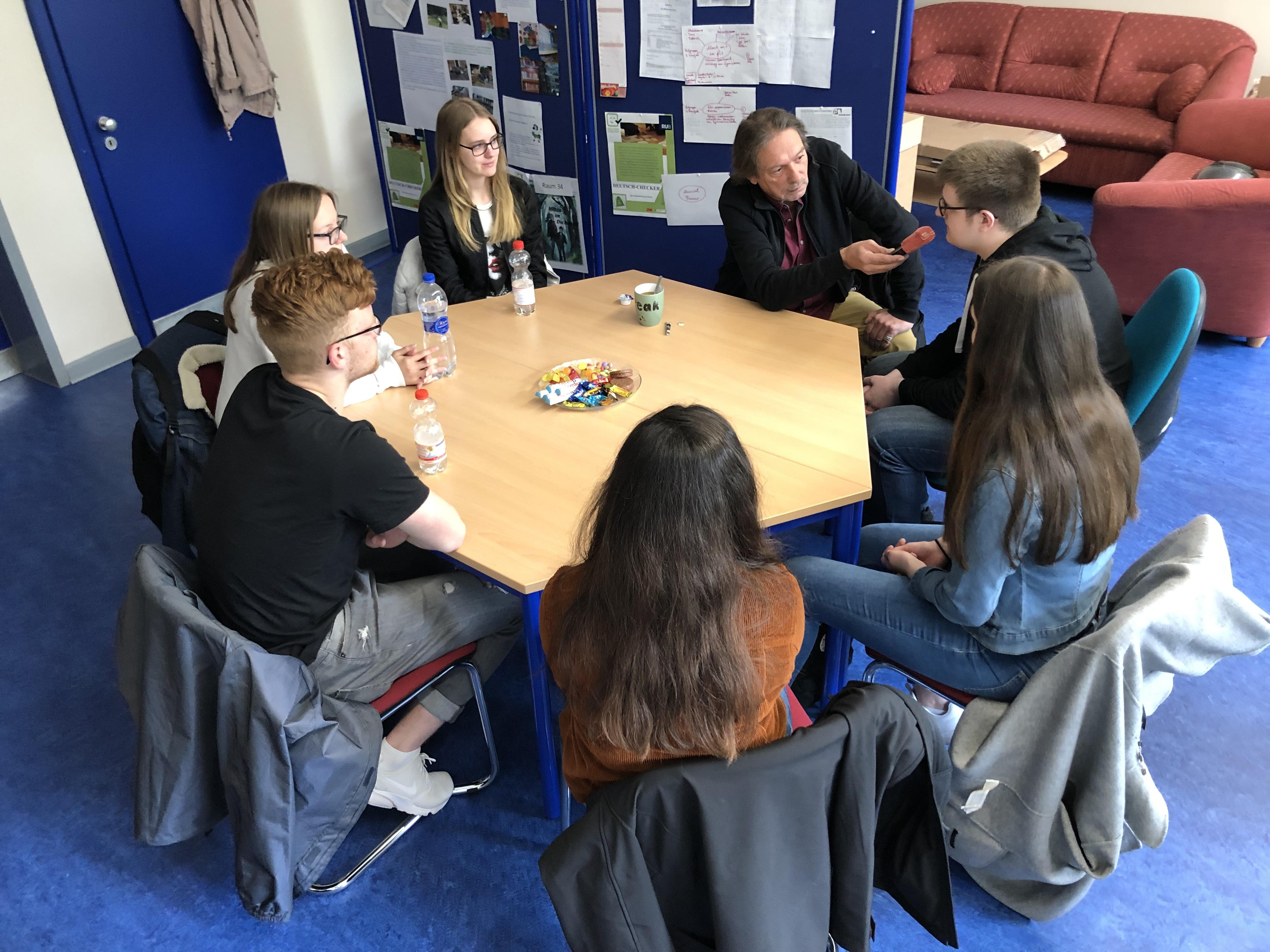 Radio Herne zum Interviewbesuch am Gymnasium Wanne